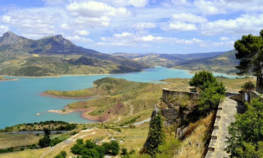 Sierra De Cádiz, un lugar impresionante y salvaje con picos, gargantas y colonias de buitres.